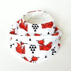 This drool bib was designed for your stylish little one. Made from high quality, GOTS certified organic cotton jersey and lined with organic. Bibs, Organic Cotton, Safety, Fox, Knitting, Stylish, Natural, Fabric, Design