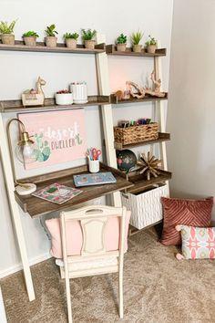 Bedford 5-Shelf Leaning Bookcase via Whimsy Girl Design. #kidsdesk #kidsroom #office #study #kidsdeskdecor #kidsroomstyle #kidsroomorganization