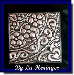 BY LU HERINGER by LU HERINGER - Latonagem, via Flickr Tin Can Crafts, Glue Crafts, Metal Crafts, Tin Foil Art, Aluminum Foil Art, Pewter Art, Pewter Metal, Metal Tree Wall Art, Metal Artwork