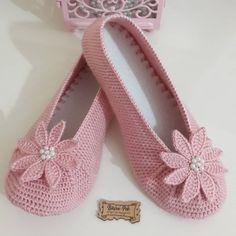 Crochet Men, Crochet Boots, Crochet Purses, Baby Knitting Patterns, Crochet Patterns, Crochet Slipper Pattern, Knitted Baby Clothes, Knitted Slippers, Sewing Art