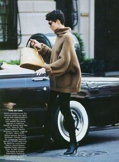 lelaid: Linda Evangelista by Peter Lindbergh for Vogue. lelaid: Linda Evangelista by Peter Lindber Linda Evangelista, 80s Fashion, Look Fashion, Vintage Fashion, Fashion 2015, Fashion Heels, Street Fashion, Trendy Fashion, High Fashion