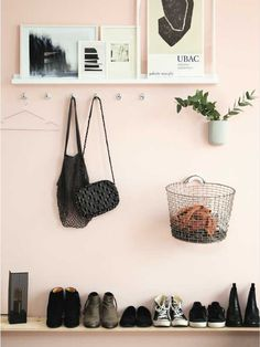 Pif din entré op - få inspiration her Pink Hallway, Entry Hallway, Small Hallways, The Doors, Blush And Gold, Blush Pink, Home Decor Wall Art, Room Decor, House Rooms