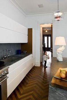 amazing floor. boring kitchen.