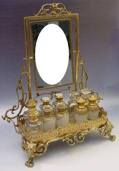 """Devine francés antiguo del perfume Bronce Vanidad """"Mirror y Figural Pies"""" de worldrarities sobre Ruby Lane"""