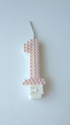 Vela pode ser feita com qualquer numero personalizada com perolas na cor rosa bebe.