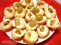 Česneková pomazánka Czech Recipes, Ethnic Recipes, Garlic Spread, Fruit, Eid Ideas, Czech Food, Ethnic Food, Drinks, Pineapple