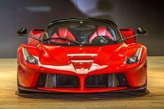 Video: A bordo de un Ferrari LaFerrari: increible sonido