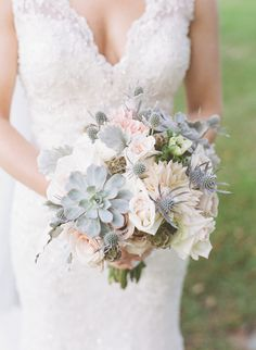 Rustic bouquet. Photography : Angela Newton Roy Photography Read More on SMP: http://www.stylemepretty.com/little-black-book-blog/2016/08/17/waterfalls-to-wedding-classic-celebration-sparkly-stunning/
