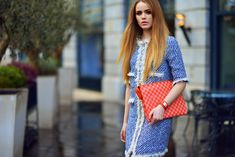 There's nothing more chic than tweed. And there's definitely no color fresher than a beautiful light, hypnotizing blue. Add to it a pop of bright orange tangerine color and some powder pink shades and you got a pretty… Kristina Bazan, Tangerine Color, Powder Pink, Red Carpet Looks, Beautiful Lights, Tweed, Blues, Louis Vuitton, Street Style