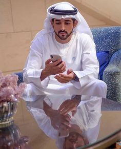 Jobs in Dubai, dubai and uae employment for all Professionals, Semi-professionals, skilled and Semi-skilled job seekers. Prince Crown, Royal Prince, Photography Poses For Men, Love Photography, Royal Family Pictures, Handsome Arab Men, Prince Mohammed, Queen Victoria Prince Albert, Family World