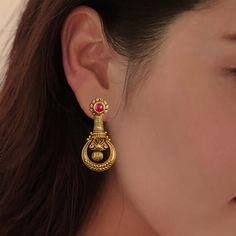 Gold Jhumka Earrings, Jewelry Design Earrings, Gold Earrings Designs, Gold Jewellery Design, Antique Earrings, Designer Earrings, Gold Jewelry, Gold Necklace, Simple Earrings