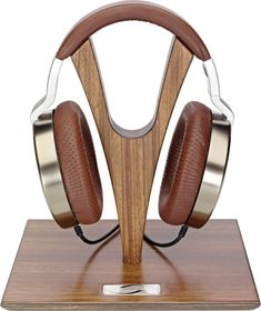DIY Headphone Stand - Build a cool headphone hanger to get your over-the-ear headphones off your desk and keep them safe when you're not using them. Want to build them? Well we have some DIY Headphone Stand Ideas for you. Open Back Headphones, Cheap Headphones, Best Headphones, Over Ear Headphones, Stereo Headphones, Diy Headphone Stand, Headphone Holder, Audiophile, Cool Stuff