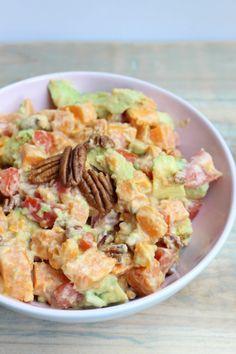 Lunchtip: ei in avocado - GezondGezin. Healthy Recepies, Healthy Drinks, Healthy Cooking, Vegan Recipes, Healthy Food, Good Food, Yummy Food, Happy Foods, Bean Salad