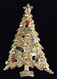 Vintage Art Design Goldtone Christmas Tree Pin Brooch Multi Colored Crystals EVC