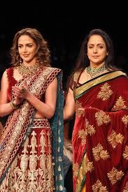 Mother and daughter -- Esha Deol and Hema Malini walk the ramp for Shyamal and Bhumika. Gorgeous outfits on gorgeous women.