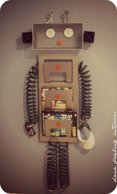 Make Them Wonder: DIY Robot Surprise. An awesome idea for a boys room - robot organizer. Robot Bedroom, Robot Nursery, Create Your Own Robot, Robot Theme, Diy Robot, Man Room, Baby Boy Rooms, Classroom Decor, Science Classroom