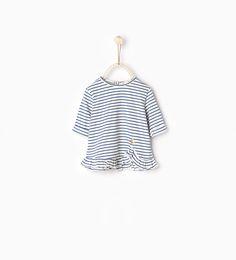 Imagen 1 de Camiseta rayas volante de Zara