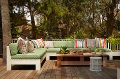 Outdoor sectional that looks simple to build. Love the cushions & pillows.