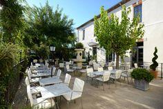Provence, Vaucluse, das Grand Hôtel Henri liegt im Herzen von L'Isle-sur-la-Sorgue und erwartet Sie in einer harmonischen Kulisse... Geniessen Sie die einmalige Kunst des Reisens mit Bontourism®.