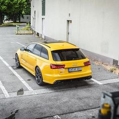 Need some cheering up? The Vegas yellow RS6 performance will hopefully do the trick @audipicture__ ---- oooo #audidriven - what else ---- . . . . #AudiRS6 #Audi #RS6 #RS6Avant #quattro #vegasyellow #4rings #drivenbyvorsprung #audirings #yellowRS6 #yellowaudi #audicolor