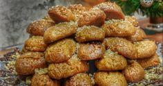 Όπως κάθε Χρόνο έτσι και φέτος θα μοσχομυρίσει με Χριστουγεννιάτικες μυρωδιές το σπίτι!! Φτιάξτε λαχταριστά μελομακάρονα σιροπιασμένα μέ... Greek Sweets, Greek Desserts, Greek Recipes, Breakfast Bake, Low Carb Breakfast, Melomakarona Recipe, Carb Free Recipes, Low Fat Low Carb, Life Kitchen