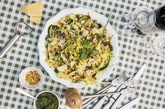 Pappardelles au pesto de fines herbes, légumes et parmesan Parmesan, Pesto, Thanksgiving, Diet, Breakfast, Pizza, Food, Al Dente, Vegetarische Rezepte