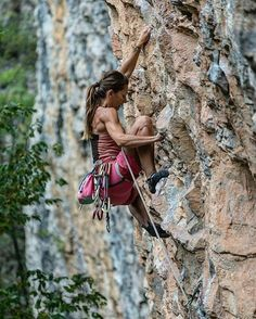 From @climb_girls | @giopoz : @tomzotomzo | Posted on April 01, 2017 #timetoclimb #sportclimbing #climbing_is_my_passion #climbing_pictures_of_instagram