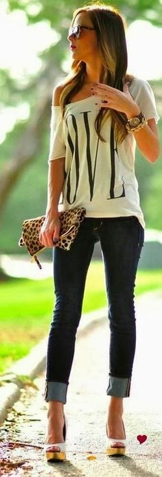 Perfect style with one shoulder shirt and skinnies