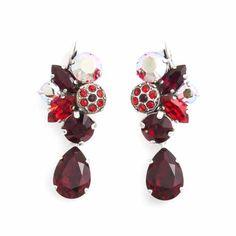 Deze grote diep rode oorbellen van Moliere Paris koop je bij Aurora Patina, de leukste sieraden webshop van Nederland.