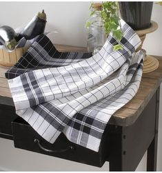 Lot de 4 torchons Auberville Loom Weaving, Hand Weaving, Weaving Projects, Teas, Baby Car Seats, Inspiration, Products, Black And White Tiles, White Tiles