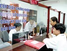 """Sẽ """"cấm cửa"""" chủ đầu tư chậm cấp sổ đỏ  UBND TP Hà Nội yêu cầu Sở Tài nguyên và Môi trường rà soát chủ đầu tư không nộp hồ sơ cấp sổ đỏ cho dân dù đã được thông báo, đồng thời đề xuất quy định các trường hợp"""