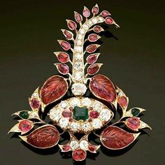 Turban ornament, inspiration for jewelry lovers!! Courtesy of @casperelund  #antiquejewelry #finejewelry #ornament #lovegoldlive #gems #jewelry #sarpech #antiquejewellery #gold #jewellery #inspiration #turban #head #lovegold #indianjewellery #oriental #gemstones #diamonds #history