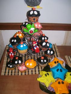 Bob-omb Cupcakes and Power Star Cakes #SuperMario