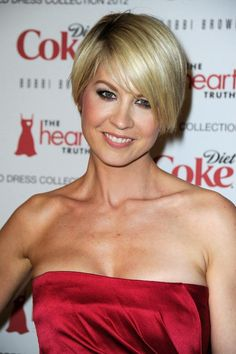More Angles of Jenna Elfman Layered Razor Cut - StyleBistro Popular Hairstyles, Latest Hairstyles, Celebrity Hairstyles, Hairstyles Haircuts, Cut My Hair, New Hair, Jenna Elfman Hair, Styling Gel, Androgynous Haircut