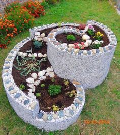 Outdoor Landscaping Ideas with Raised Garden Bed Herb Spiral, Diy Garden, Garden Landscape Design, Garden Decor, Raised Vegetable Gardens, Rock Garden Landscaping, Spiral Garden, Vegetable Garden Raised Beds, Diy Backyard Landscaping