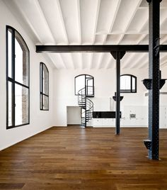 Photos of Lofts, Spiral Staircases, and other beautiful interior design. Lofts, Style At Home, Loft Spaces, Living Spaces, Open Spaces, Living Room, Interior Architecture, Interior And Exterior, Home Interior
