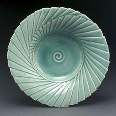 by linda heisserman pottery Pottery Plates, Pottery Art, Pottery Ideas, Clay Bowl, Wooden Chest, Pottery Making, Contemporary Ceramics, Tea Bowls, Ceramic Art