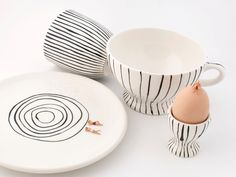 Gestreifte Keramik Frühstuck set Schwarz weiss 4 x von De Eerste Keramiek Kamer - Amsterdam auf DaWanda.com