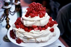 oh my goodness!  dying over this tiered pavlova!  must make.