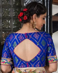 Want to check out complete blouse back neck designs catalogue of this year? Here are 30 latest models you can wear with any saree! Blouse Back Neck Designs, Brocade Blouse Designs, Simple Blouse Designs, Stylish Blouse Design, Designer Blouse Patterns, Kurti Neck Designs, Blouse Neck Patterns, Lehenga Blouse Designs Back, Brocade Blouses