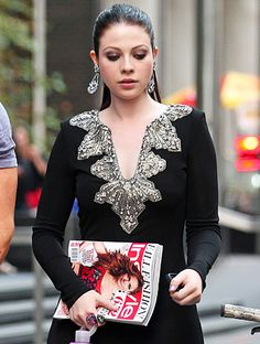 Spotted on the Upper East Side: #GossipGirl's #MichelleTrachtenberg toting 652 pages worth of InStyle's September magazine! http://news.instyle.com/2012/08/24/michelle-trachtenberg-gossip-girl-instyle-magazine/#