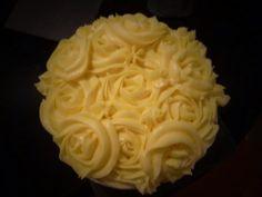 Lemon drizzle cake with lemon buttercream roses