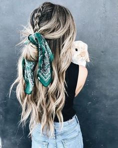 1 Scarves new trends 2 Scarf trends trends and tendencies 3 Trendy scarves: fashionable colors and prints Scarf Hairstyles, Pretty Hairstyles, Braided Hairstyles, Fashion Hairstyles, Black Hairstyles, Curly Haircuts, Latest Hairstyles, Summer Hairstyles, Hairstyle Ideas