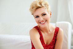 Fotografia uśmiechniętej kobiety