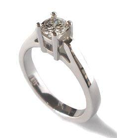 Anillo de compromiso, oro blanco con diamante, Beatriz Zuñiga diseñadora de joyas.