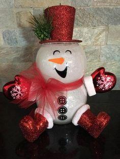 Disney Christmas Decorations, Snowman Christmas Decorations, Christmas Ornament Crafts, Snowman Crafts, Christmas Centerpieces, Cute Snowman, Snowman Ornaments, Pinterest Christmas Crafts, Christmas Crafts To Make