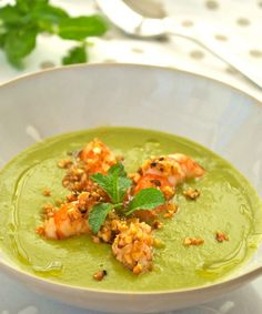 Pea, ginger and mint cream with crunchy almond prawns Chowder Recipes, Soup Recipes, Veggie Recipes, Cooking Recipes, Healthy Recipes, Best Italian Recipes, Favorite Recipes, I Love Food, Good Food