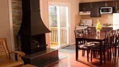 THE HAWK- 4 Bedroom Pet Friendly Cottage on Pigeon Lake, Ontario