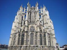 A arquitetura gótica é o período da arquitetura européia que se caracteriza pelas formas artistitscas