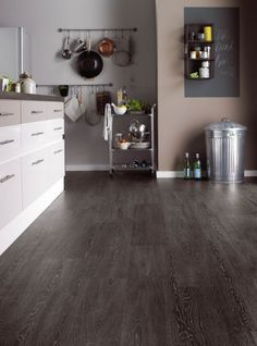 This Argen plank brings striking silver highlights to the strong charcoal of this distinctive wood effect large plank for a really impactful finish.